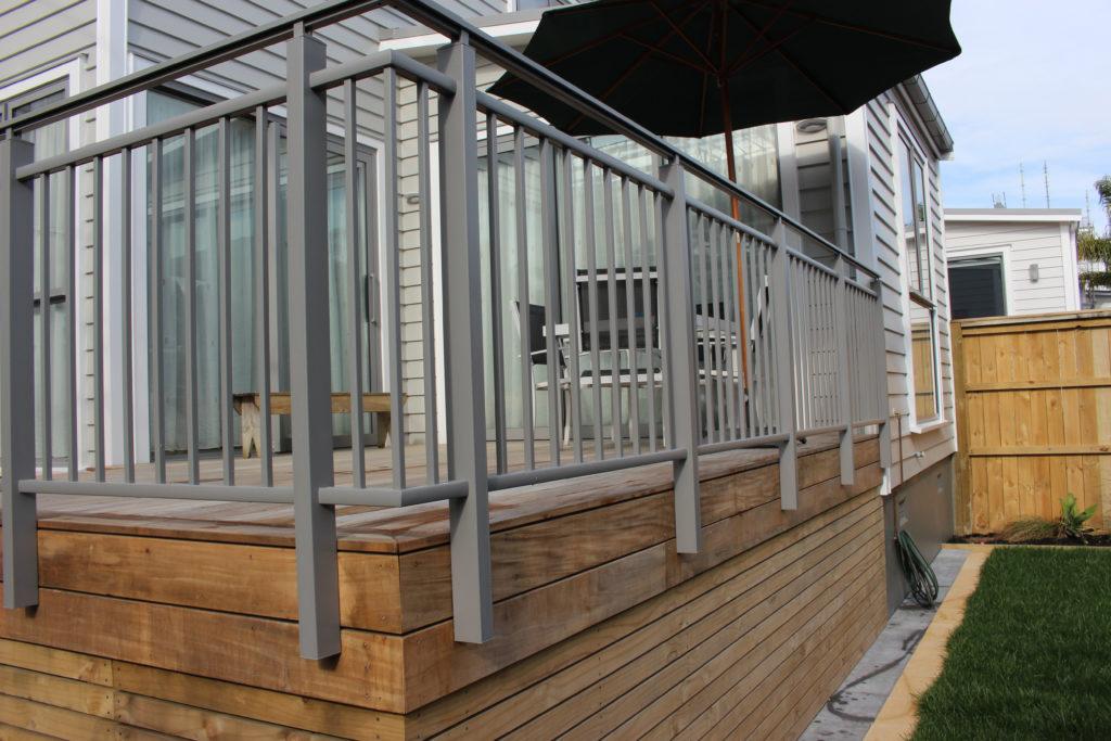 Edge Split Top Rail Aluminium Baluster Bar Balustrade