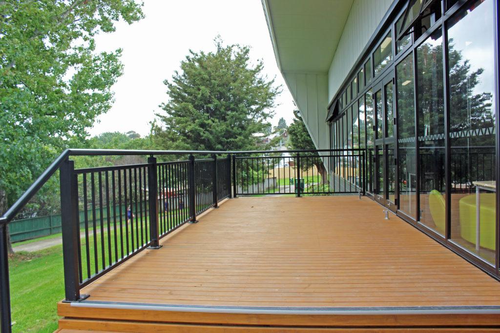 Edgetec Commercial Aluminium Balustrade on School deck