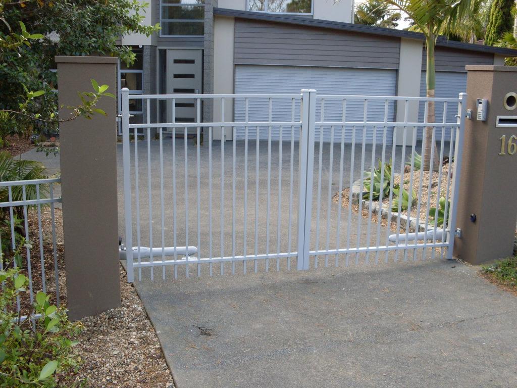 Advante Series Driveway Gate